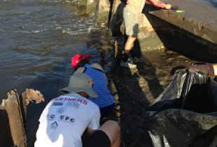 Civil Engineering Students Clean the Coast